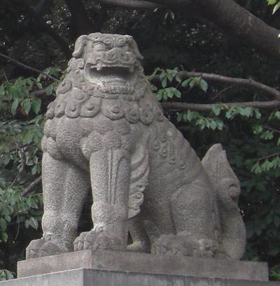 靖国神社正面右のこま犬1