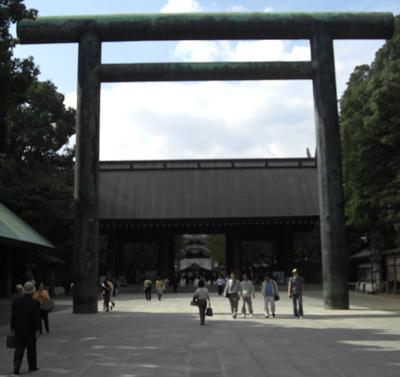 靖国神社2番目の鳥居から望む