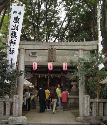 恵比寿駅近くの恵比寿神社縁日写真