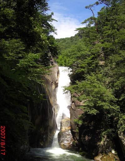 山梨県の昇仙峡 夏の仙娥滝(せんがたき)写真