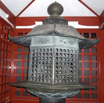 日光 二荒山神社の「日光化け灯篭」