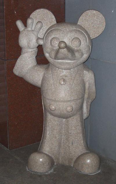 ウォルトディズニー社のミッキーマウス(Mickey Mouse)大理石像・珍品中の珍品か?