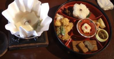 嵐山のレストランで湯豆腐料理