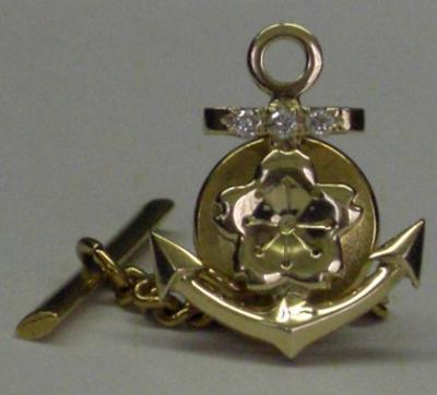旧大日本帝国海軍の象徴「桜」と「錨」、これが輝く襟章復刻