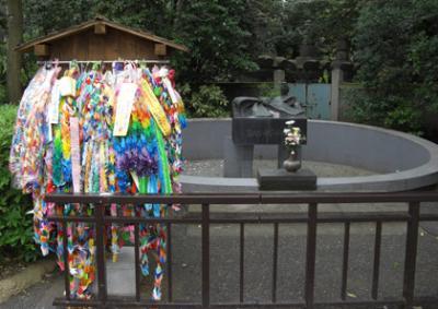 ジャイアントパンダも眠る、上野動物園の動物慰霊碑