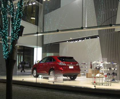 大幅な赤字を発表した、トヨタ自動車(TOYOTA)LEXUS青山ショールーム